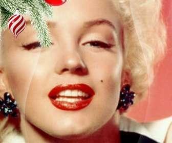 Cartão postal / Natal moldura onde você coloca uma imagem. Efeito de curvas melhoradas no fundo preto. Em primeiro plano, vemos um ramo da árvore de Natal pendurado com duas bolas, um na forma de sorvete ou tornado, é espirais brancos e vermelhos, é esférica e termina num ponto. O outro é vermelho sangue com flocos de neve pintados. Estrutura leve.