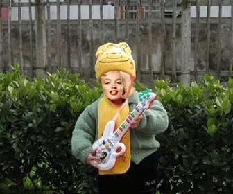 divertida animacão tornar sua imagem boneco tocando guitarra