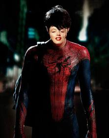 Com esta fotomontagem colocar seu rosto no corpo do Homem Aranha
