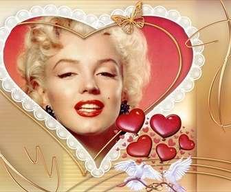 Marco para foto com forma de coração, com detalhes de pombas brancas e corações.