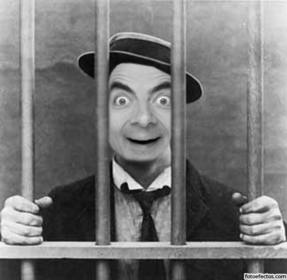 Foto de montagem com sua foto de homem na prisão ou prisão.