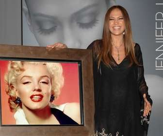Fotomontagem da Jennifer Lopez para tirar uma foto com ela.