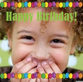 Cartão do feliz aniversario com muitos balões coloridos para enviar sua foto