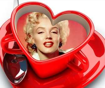 Xícara de café com coração deu forma a sua imagem dentro.