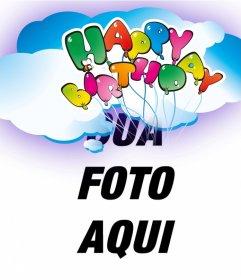 Cartão do aniversário cartão com sua foto. Feliz aniversário escrito com balões flutuando nas nuvens.