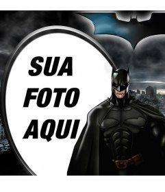 Colagem ilutstrado Batman, o Cavaleiro das Trevas, em silhueta contra Gotham