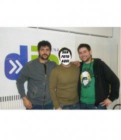 Fotomontagem com Davi e José de Estopa. Aparece em uma foto posando ao lado de cantores famosos rumba Cornellá.