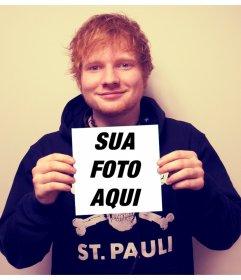 Aparecer sobre a tampa de X por Ed Sheeran segurando sua foto
