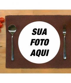 Coloque sua foto em um prato de comida servido à mesa com esta montagem fotomontagem on-line Fun