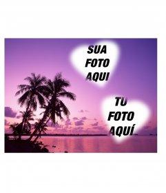 Cartão onde você pode colocar duas fotos em forma de coração com uma paisagem maravilhosa de mar e palmeiras em tons de lilás.