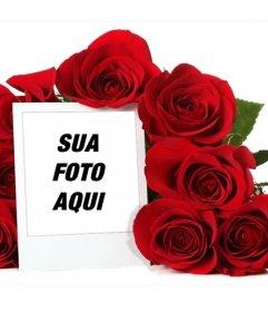 Photo frame on-line rodeado por um buquê de rosas