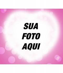 Cartão do amor com o brilho de um coração em um fundo rosa para colocar a sua fotografia romântica