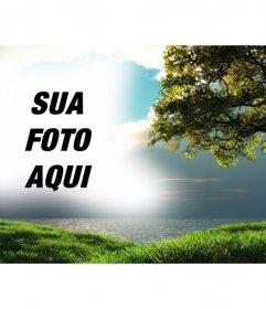 Fotomontagem com uma paisagem com o mar ao fundo e uma árvore no campo verde onde você pode fazer upload de uma imagem que irá aparecer integrado com o céu azul