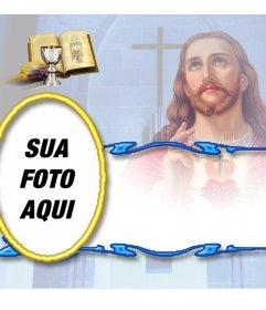 Modelo de cartão de memórias gratuita com uma fotografia de comunhão de Jesus com a Bíblia e cálice. Você pode baixar ou enviar o cartão de lembrete para um endereço de e-mail